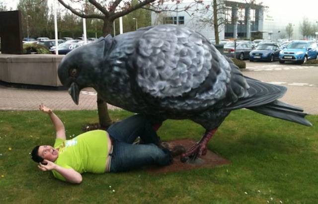 Fun With Statues (18 pics)