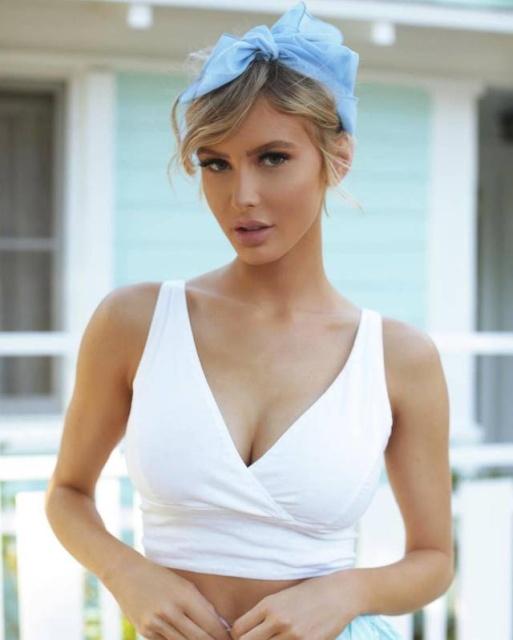 Hot Girls In White T-Shirts (46 pics)