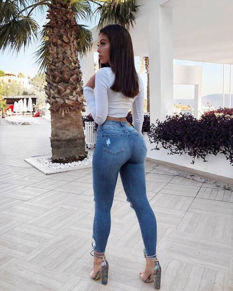 Hot Girls In Jeans (53 pics)