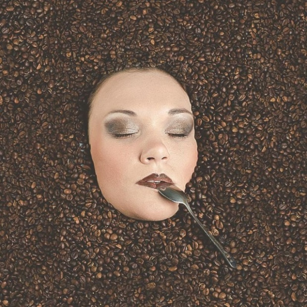 How To Take A Picture Of A Girl Drowning In Coffee Beans (2 pics)