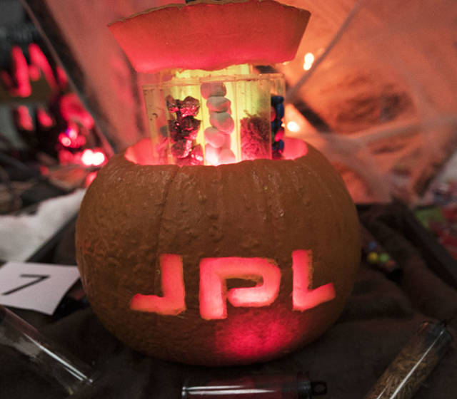 Pumpkin Carving By NASA Engineers (40 pics)