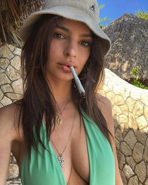 Girls And Weed Are Smoking Hot (32 pics)