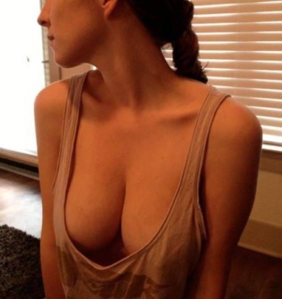 Braless Girls Are Very Hot (21 pics)