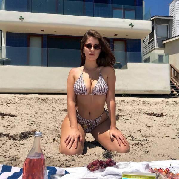 Girls in Bikinis (47 pics)