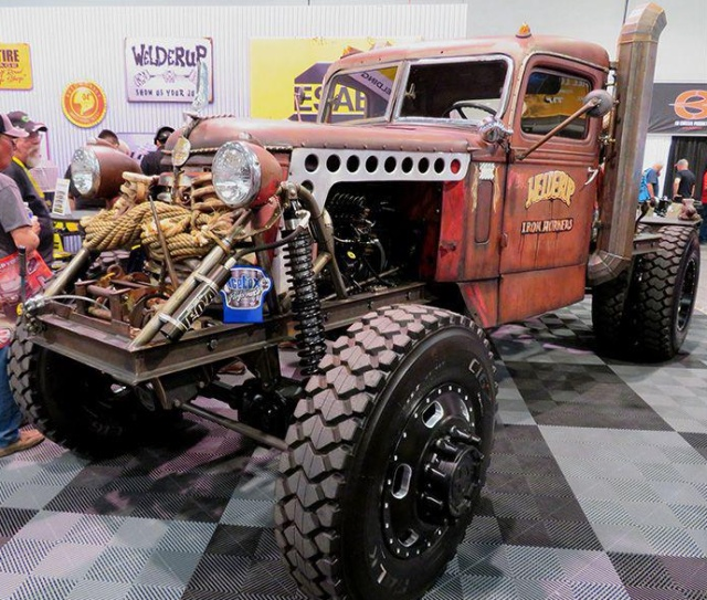 Awesome Cars From SEMA (32 pics)