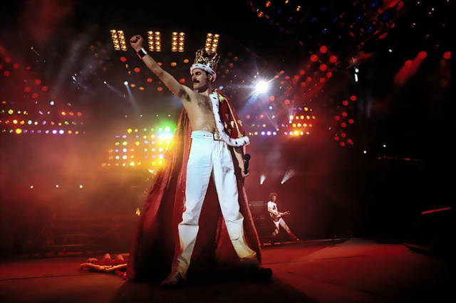 Elton John Reveals Details About Freddy Mercury's Final Days (3 pics)