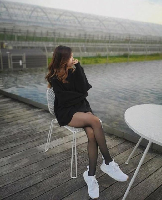 Girls With Long Legs (28 pics)