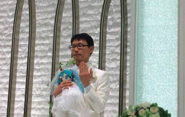 Japanese Akihiko Kondo 35 Years Later TNN Decided To Marry Anime Virtual Singer Mika Hatsune (5 pics)