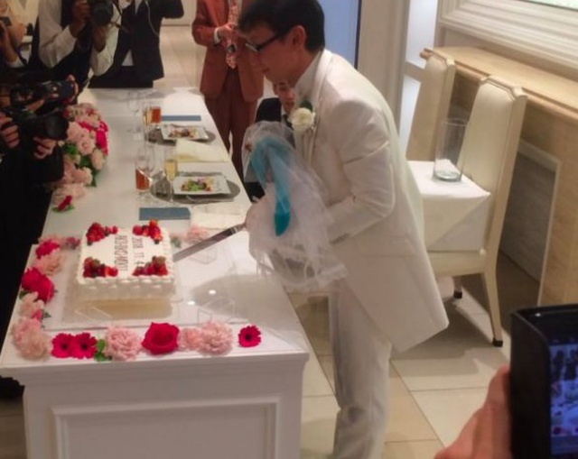 Japanese Akihiko Kondo 35 Years Later TNN Decided To Marry Anime Virtual Singer Mika Hatsune (5 pics)