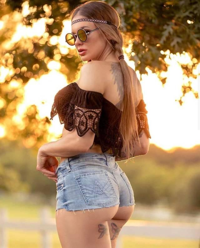 Hot Tattooed Girls (28 pics)