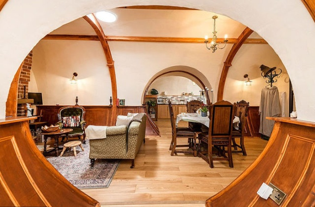 """The Lord of the Rings"" Hotel In The UK (7 pics)"
