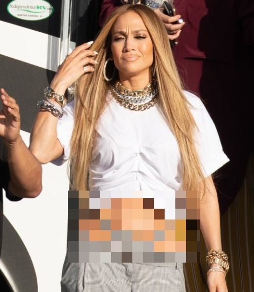 Jennifer Lopez Shows A Thong Above Her Trousers (4 pics)