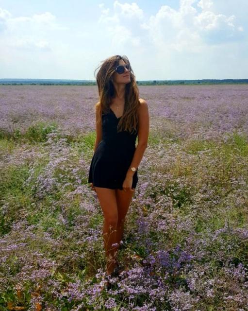 Girls In Short Dresses (36 pics)