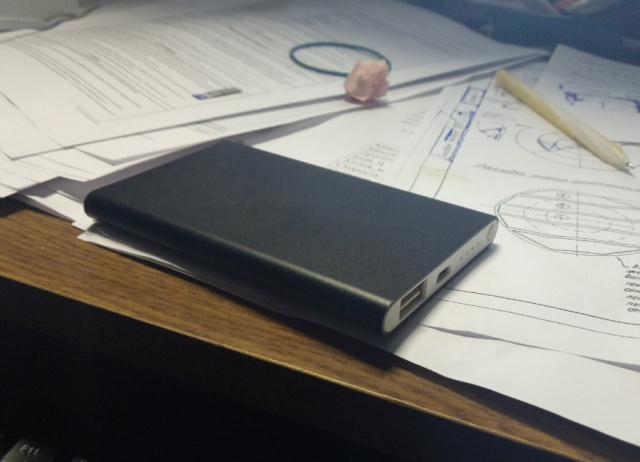 Portable Power Bank From China. Let's Take A Look Inside (6 pics)