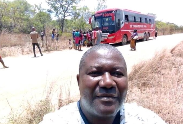 Man Took Selfies Before Boarding The Bus And After It Crash (2 pics)
