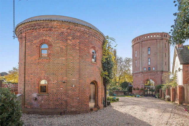 Two Water Towers In Essex Are Now A Home For Sale (13 pics)