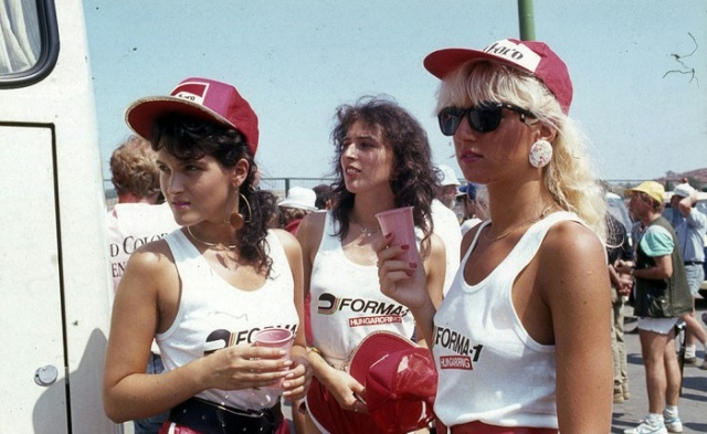 Grid-girls At The First Hungarian Grand Prix 1986 (6 pics)