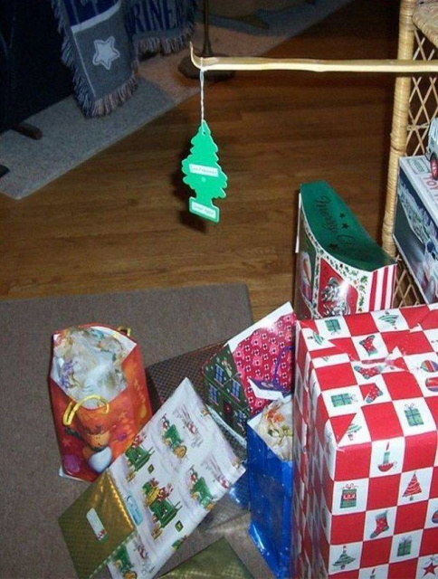 Funny And Simple Christmas Decorations (25 pics)