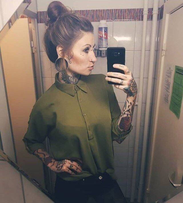 Girls Who Love Piercings And Tattoos (28 pics)