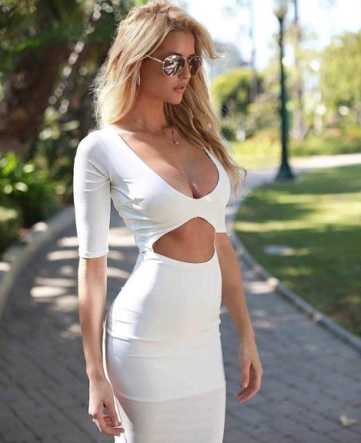 Girls In Tight Dresses (54 pics)