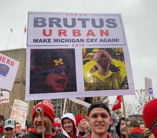 College Gameday Signs (16 pics)