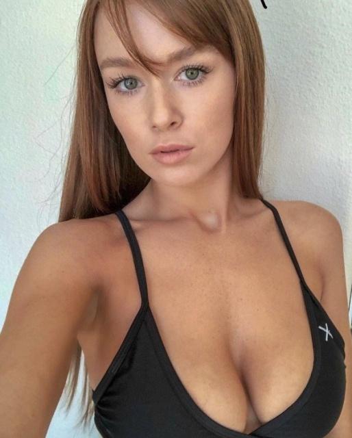Hot Busty Girls (24 pics)