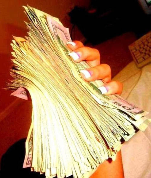 Strippers With Piles Of Cash (18 pics)