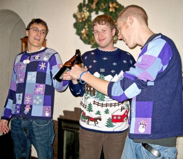 Awesome Christmas Sweaters (39 pics)