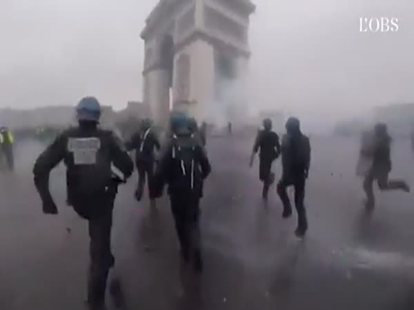 Police Confronting Protesters In Paris
