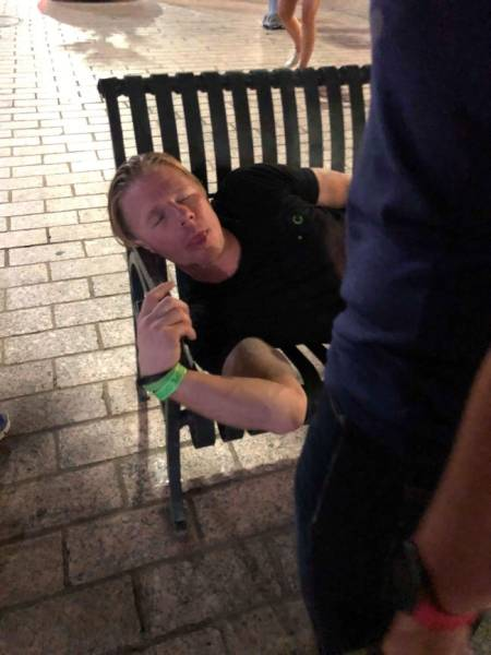 Drunk People Doing Stupid Things (40 pics)
