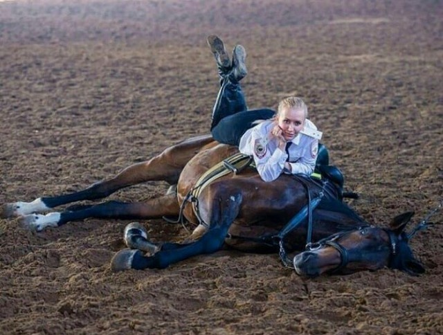 Russian Mounted Police Girls (19 pics)