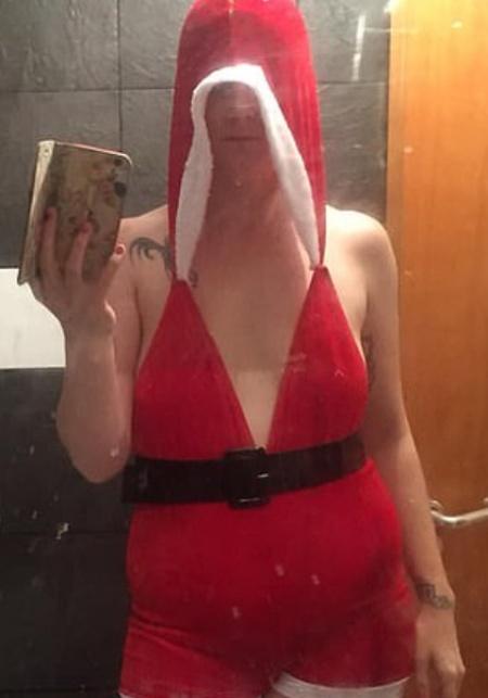 Hot Santa Costume. Expectation Vs Reality (2 pics)