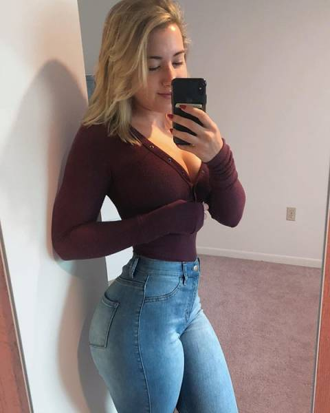 Girls In Tight Jeans (46 pics)