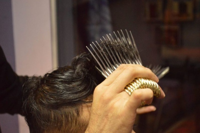 Hairdresser Cuts Customers With 27 Pairs Of Scissors At The Same Time (6 pics)