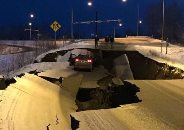 On November 30th This Alaska Road Collapsed In An Earthquake. It's Already Been Fixed on December 4th (2 pics)