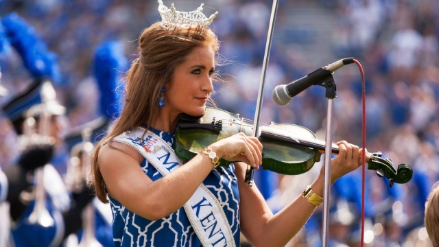 Ex-Miss Kentucky Charged With Sending Nude Photos To Student (4 pics)