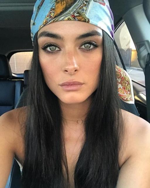 Girls With Dark Hair (31 pics)