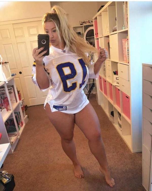 NFL Girls (30 pics)