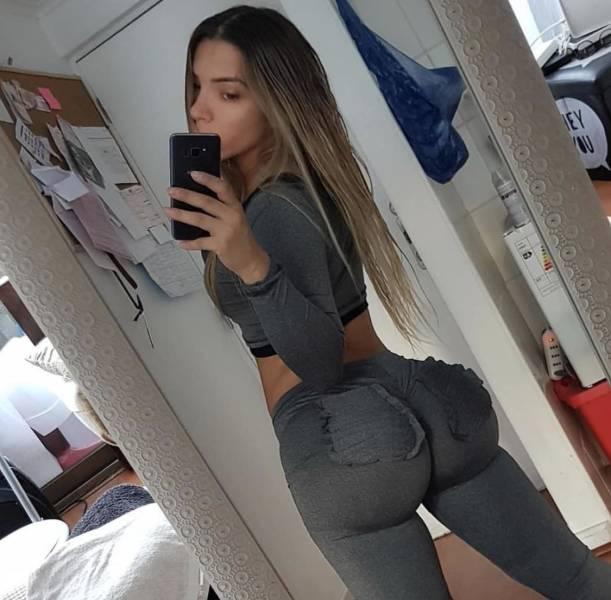 Girls In Yoga Pants (45 pics)