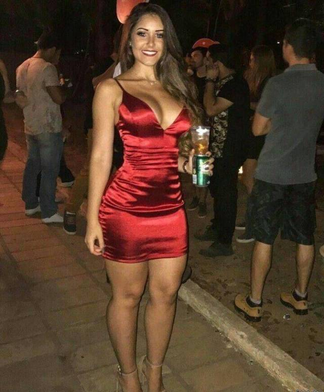 Girls in Tight Dresses (61 pics)