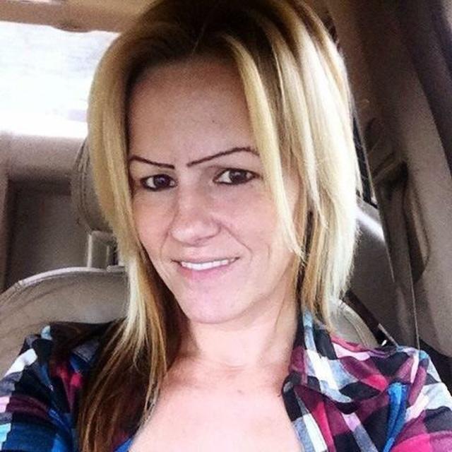 People With Strange Eyebrows (18 pics)