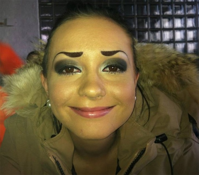 People With Strange Eyebrows (18 pics)