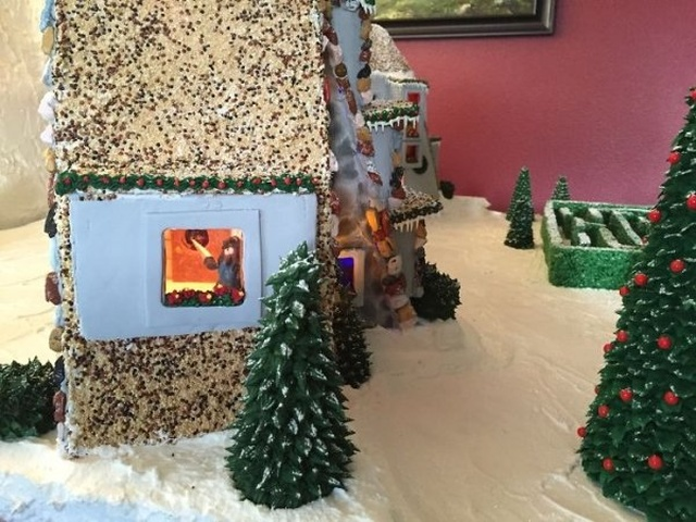 A 'Shining' Themed Gingerbread House (33 pics)