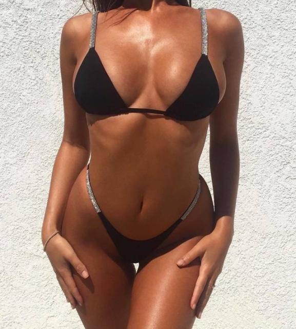 Hot Girls In Bikinis (56 pics)