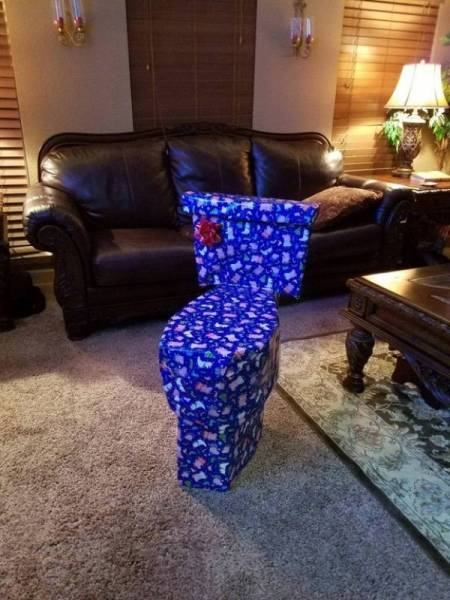 What's In That Present?! (26 pics)