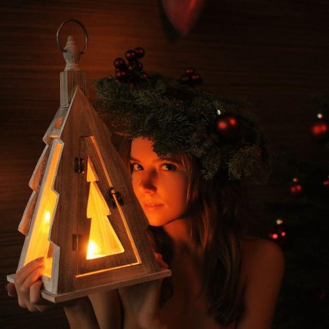 Christmas Girls (42 pics)