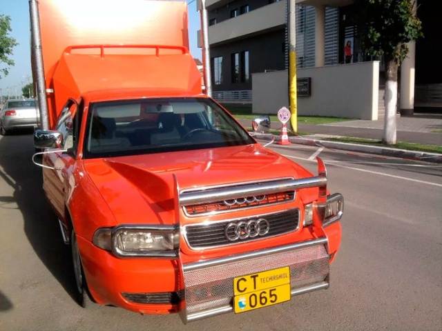 Audi A4 With Six Wheels And Fifth Wheel Hitch (6 pics)