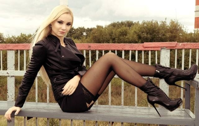 Girls With Beautiful Legs (42 pics)