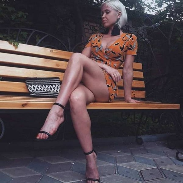 Girls With Beautiful Legs (42 pics)