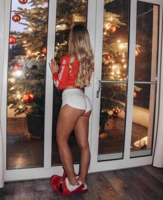 Very Hot Christmas Girls (35 pics)